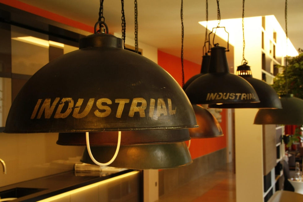 INSPIRATION: LET THE VINTAGE LIGHTING lampara estilo industrial casa decor madrid