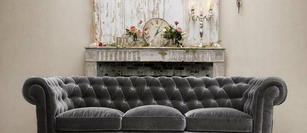 Design Tips for Vintage Luxury tufted sofa couch luxury vintage living room featured