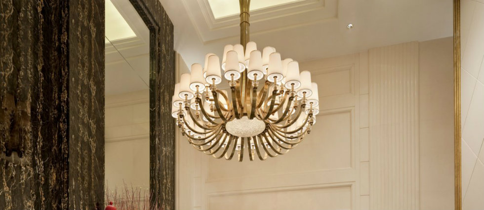 Best white chandeliers for hotel lobby  Best white chandeliers for an hotel lobby Best white chandeliers for hotel lobby featured