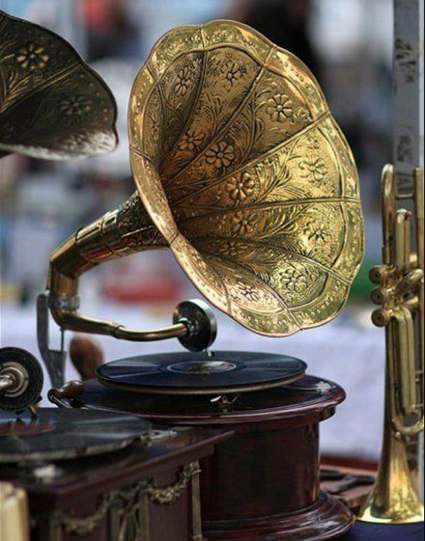 Old Technology: Vintage Music Players | Gramophone old technology Old technology: vintage music players Old technology vintage music players gramophone e1468940881164