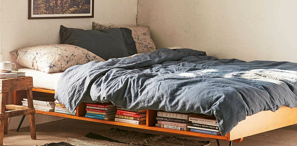 Charming mid-century-modern bed by Urban Outfitters Mid-century modern Charming mid-century modern bed by Urban Outfitters mid century moderb bed featured