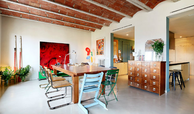 vintage apartment 1930s Vintage Apartment Gets a Colorful Refurbishment in Barcelona 1930s Vintage Apartment Gets a Colorful Refurbishment in Barcelona featured