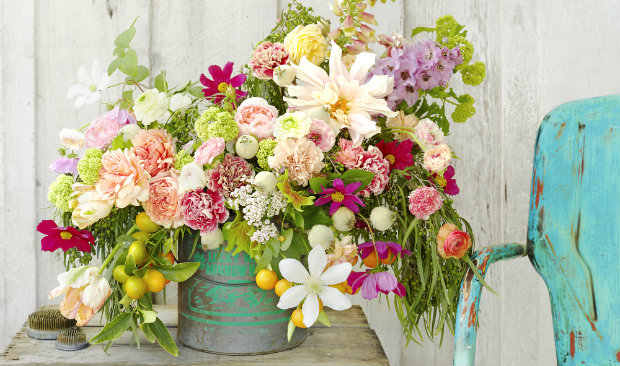 How to Use Vintage Pieces for Flowers Displays feat 2