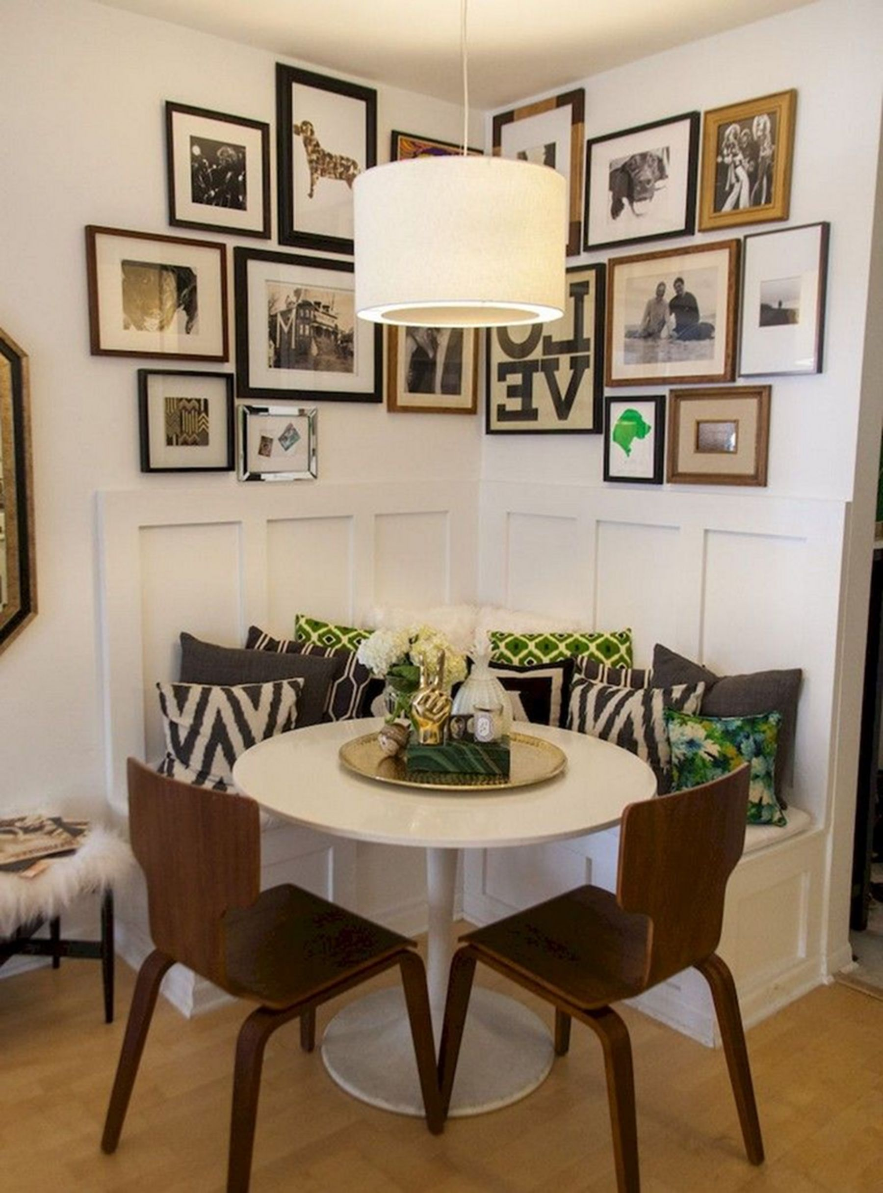 Here Is Where To Shop Vintage Lighting For Small Rooms Of The House 💡 vintage lighting Here Is Where To Shop Vintage Lighting For Small Rooms Of The House 💡 Small Dining Room Design Ideas For Many People 1